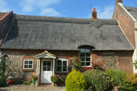 Pretty Thatched Cottage Happisburgh, Norfolk Coast - House