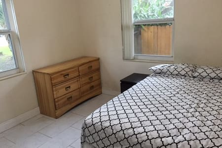 Two bedroom apartment in South Miami/Coral Gables - Lakás