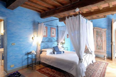 Dreamy Room in Luxury Tuscan Villa