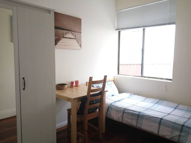 Single room 7.7 square meters. - Auburn - Huis