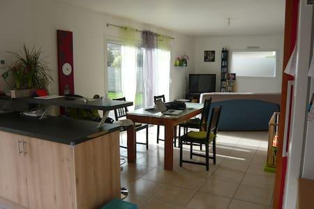 maison familiale proche du golfe du Morbihan - Pluneret - 一軒家