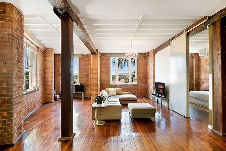 Spacious 2 Bedroom Historic Woolstore Apartment