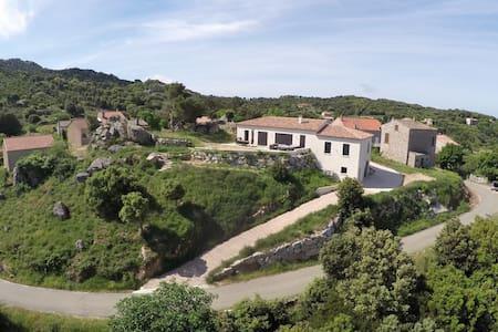 Grande maison vue panoramique - Bilia