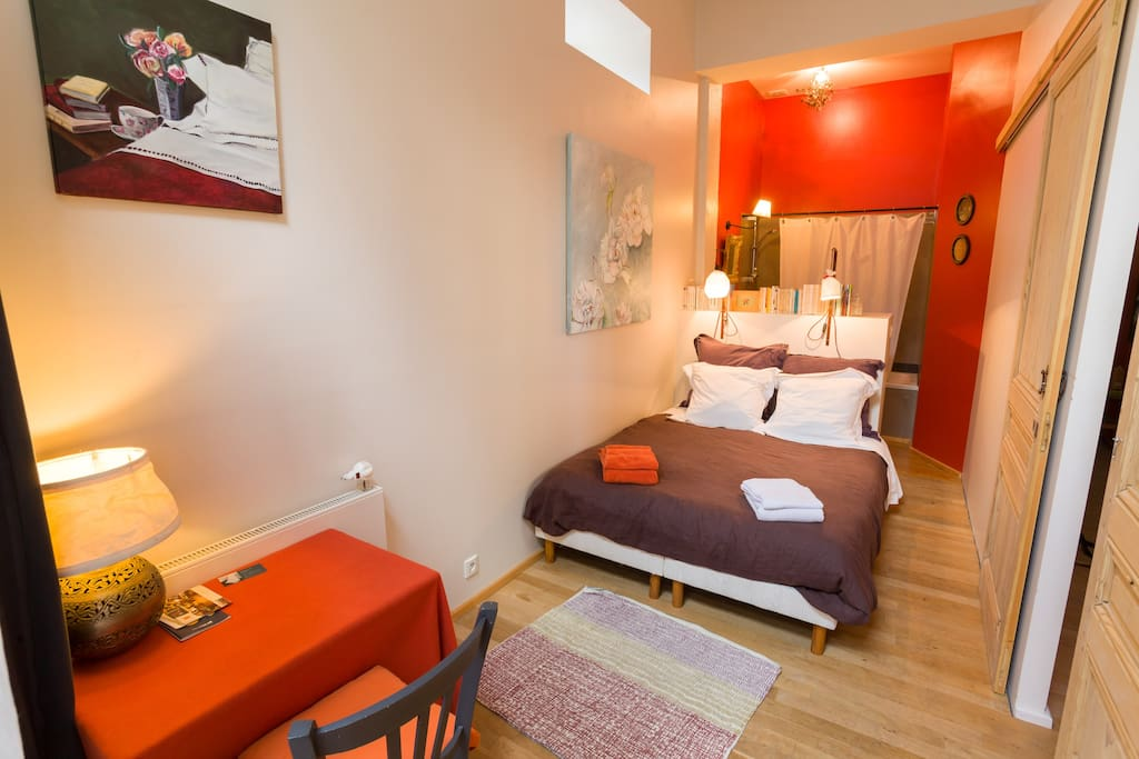 chambre au calme la croix rousse maisons de ville louer lyon rh ne alpes france. Black Bedroom Furniture Sets. Home Design Ideas