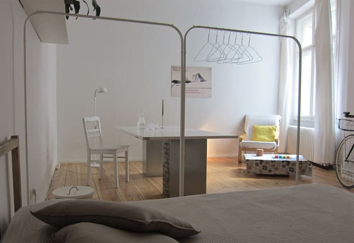 Room on famous Weserstrasse