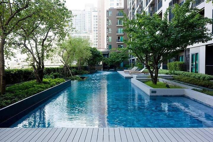 100meter to MRT/ Night market/free wifi pool gym