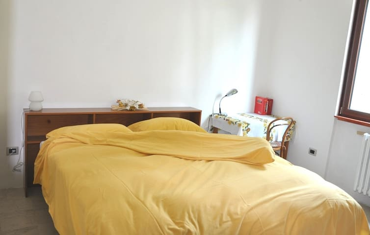 Bright and quiet room near Milano and MiP Campus - Varedo - House
