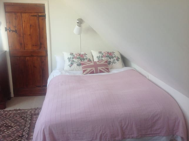 Double bedroom with bathroom - Heathfield
