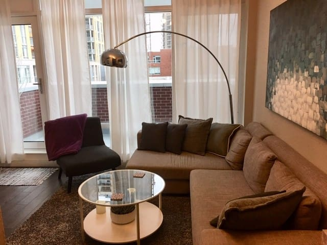 Executive Uptown Waterloo 1 bedroom condo