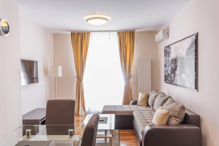 ApartHotel FeelBelgrade - 2 bedroom apartment A413
