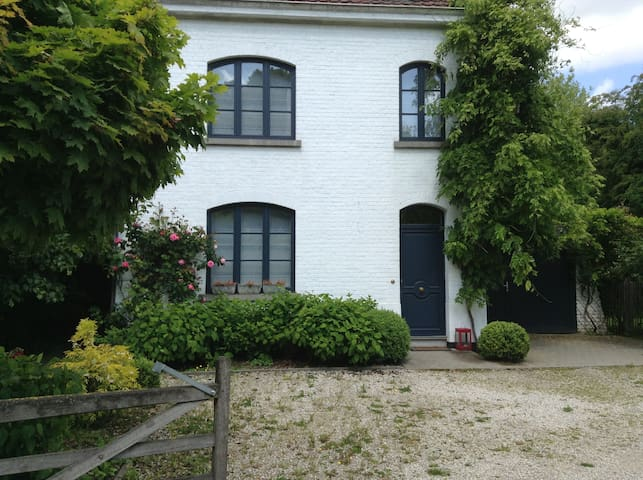 Charmante villa de caractère 8 pers - Lasne - Huis