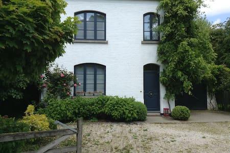 Charmante villa de caractère 8 pers - Lasne - House