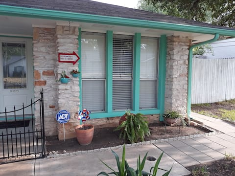 Lonestar Bed & Bath 2 bed 1 bath private studio