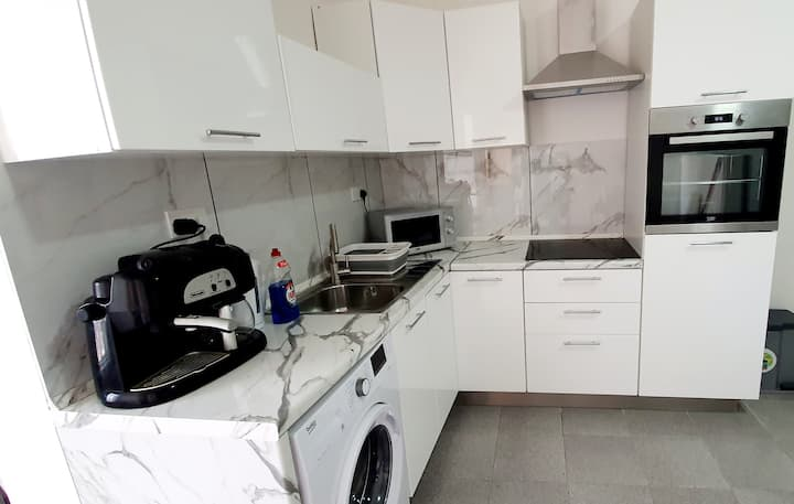 Amazing 1 bedroom Apartment just off the Seafront