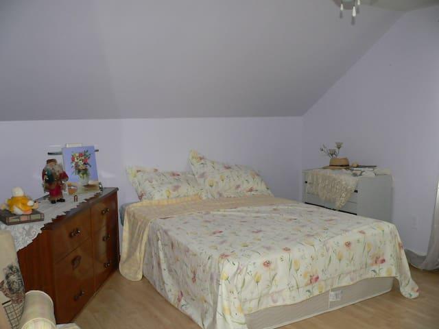 Gîte du Passant (chambre 2) - Baie-Comeau - Bed & Breakfast