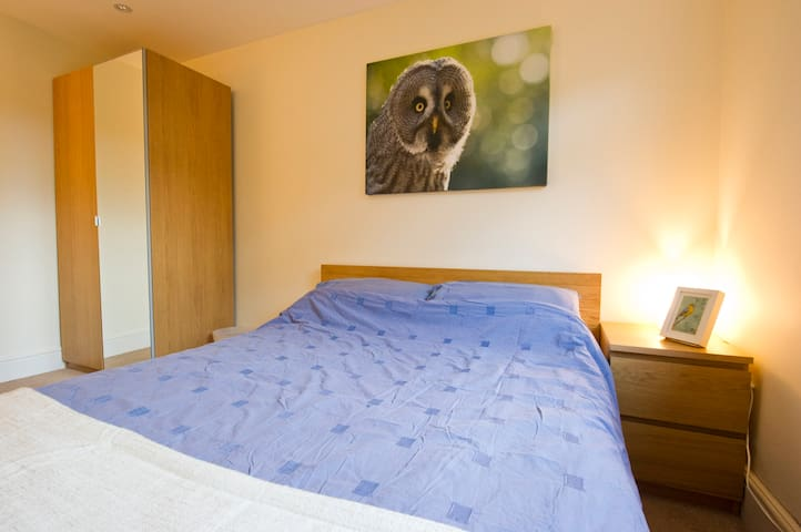 Big Double Room- Close to Wimbledon AELTC, Parking