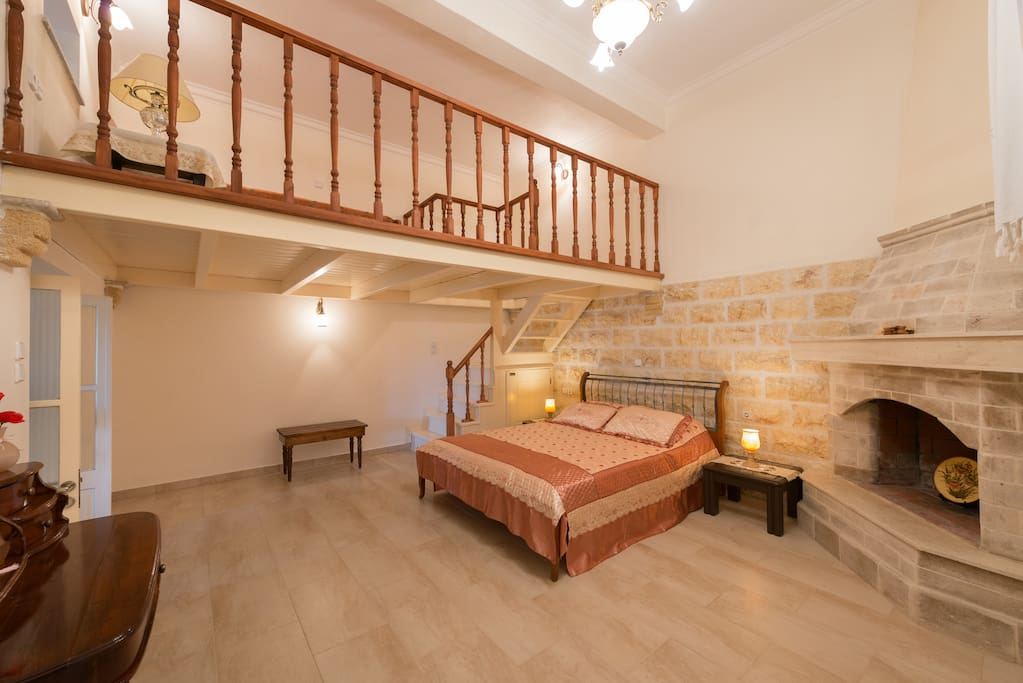 In the bedroom, stone wall cladding and wooden furniture compose a warm fairytale-like atmosphere!
