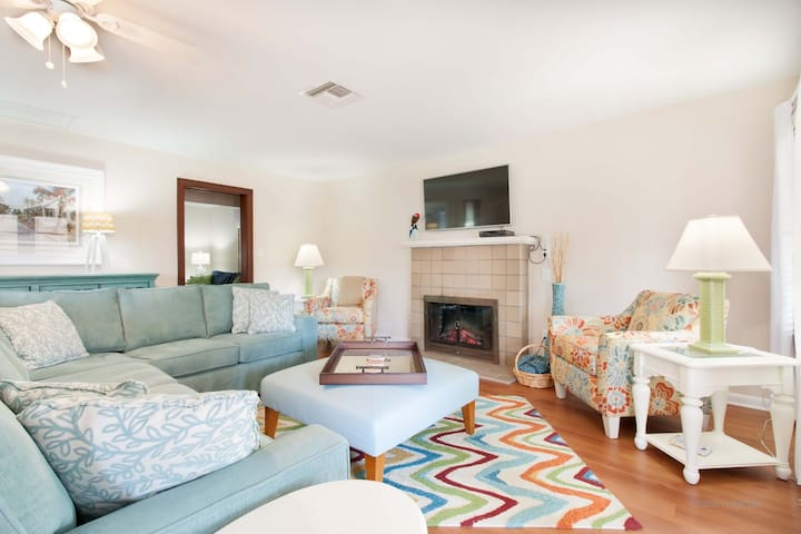 Remodeled Cottage Mins from Beach!