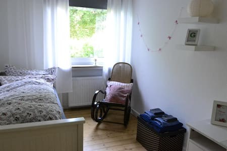 Charming little Room near City Ctr. - Apartment