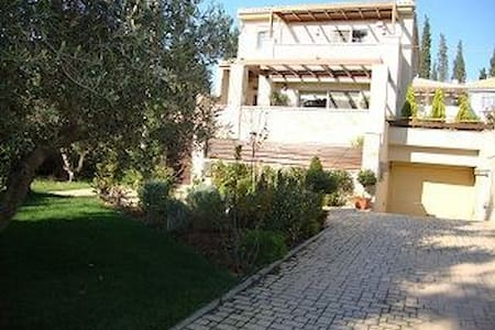Luxury 5 bedroom villa for peaceful living - Nea Erithrea