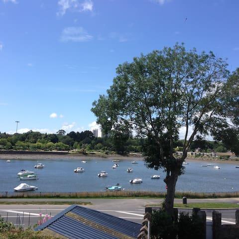 T 2 bis vue mer -rez de jardin- porte de lorient - Lanester - Huis