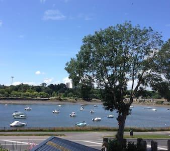 T 2 bis vue mer -rez de jardin- porte de lorient - Lanester - House