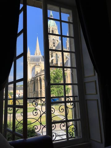 Room with unique views of the cathedral !!! - Bayeux - Casa