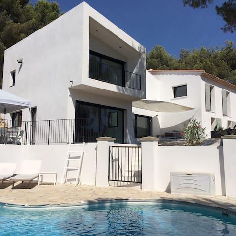 Villa avec piscine dans une pinède - Ventabren - Huis