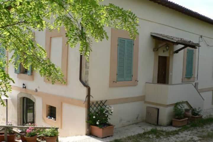 Spoleto, villa d'epoca con giardino