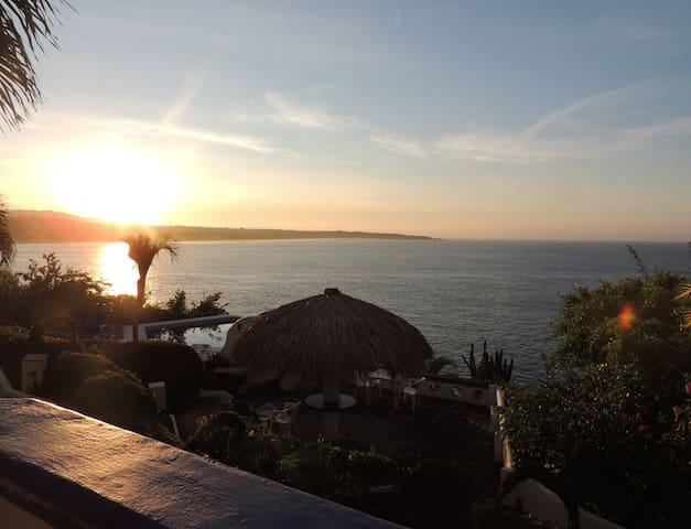 Ocean Front Condo-Exceptional Views - Puerto Escondido - Appartement en résidence