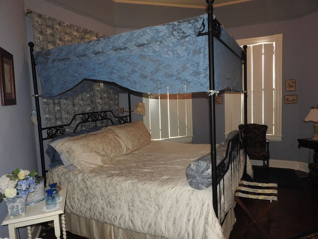 Wisteria Room at Annabelle