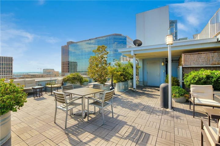 Entire Austin Large Downtown Condo with views