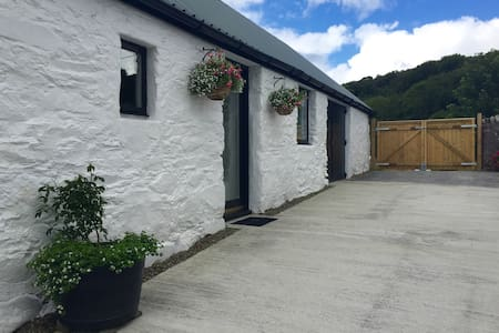 The Byre, Auchentenavil Cottage - Tayvallich