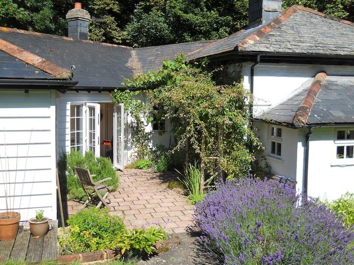 Shepherd's Cottage, rural retreat - twin bedroom