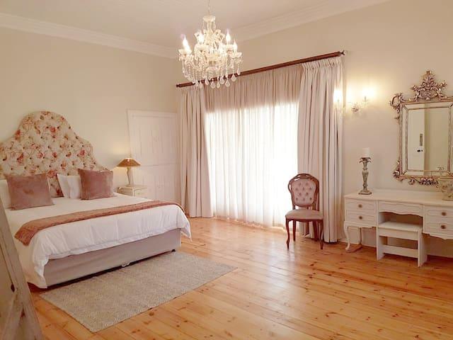 Herberg Manor Room 2