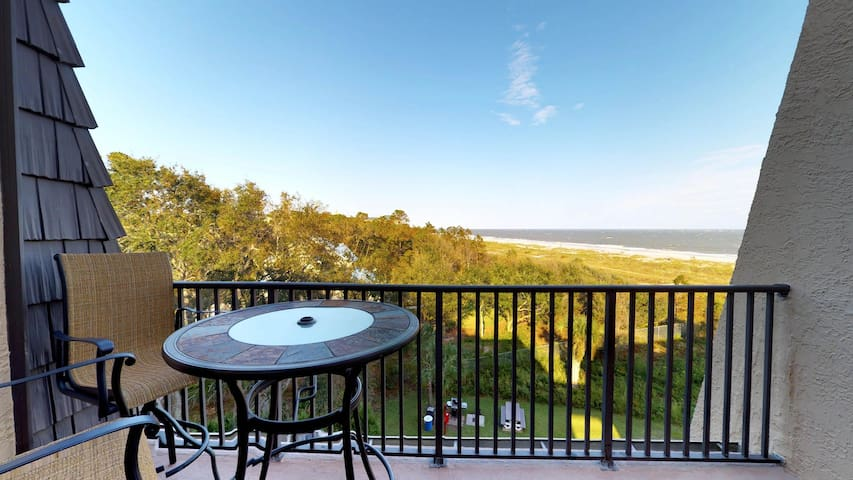 Oceanview penthouse with shared pools & hot tub - your next vacation awaits!