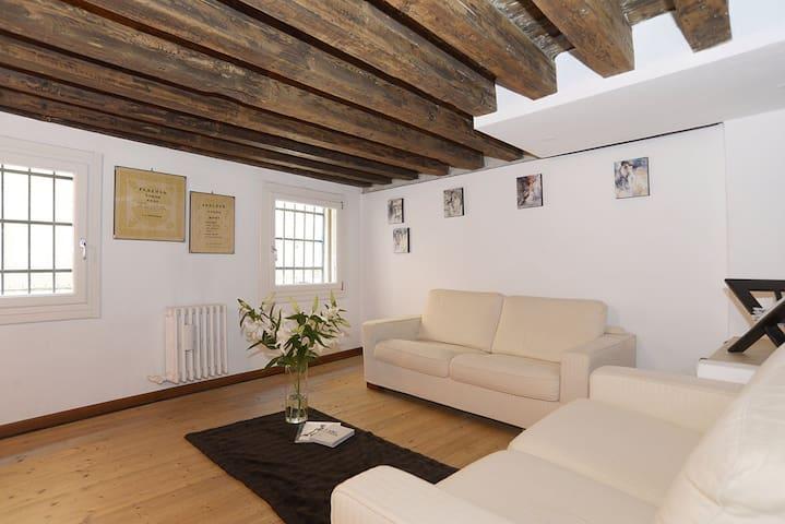 S. Barnaba Apartment