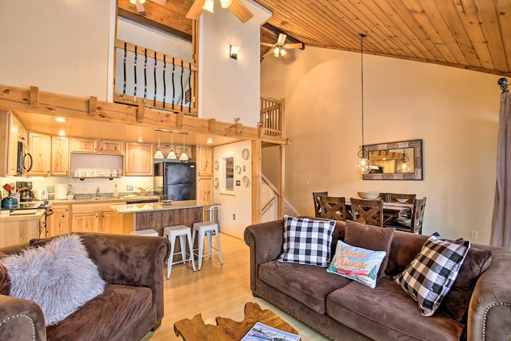 Updated Loon Townhome w/ Mtn Views & Ski Shuttle!