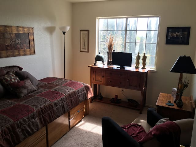 Cozy private room w/shared bathroom - Antioch - Casa