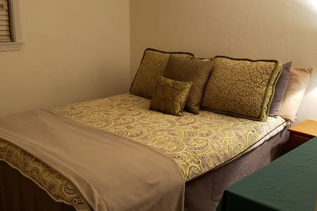 Private, clean and safe Lakewood bedroom.
