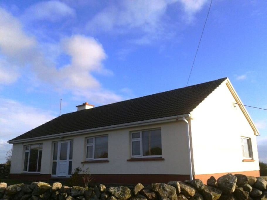 House is located in a tranquil location with beautiful sea view