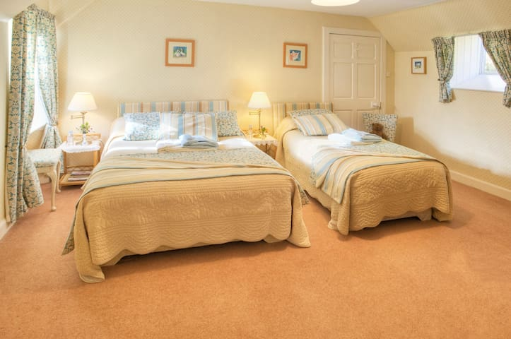 Wiltonburn B & B and Cashmere shop - Hawick
