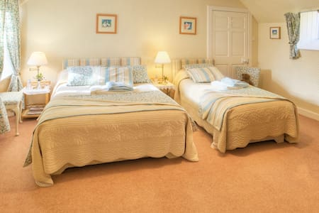 Wiltonburn B & B and Cashmere shop - Hawick - Bed & Breakfast
