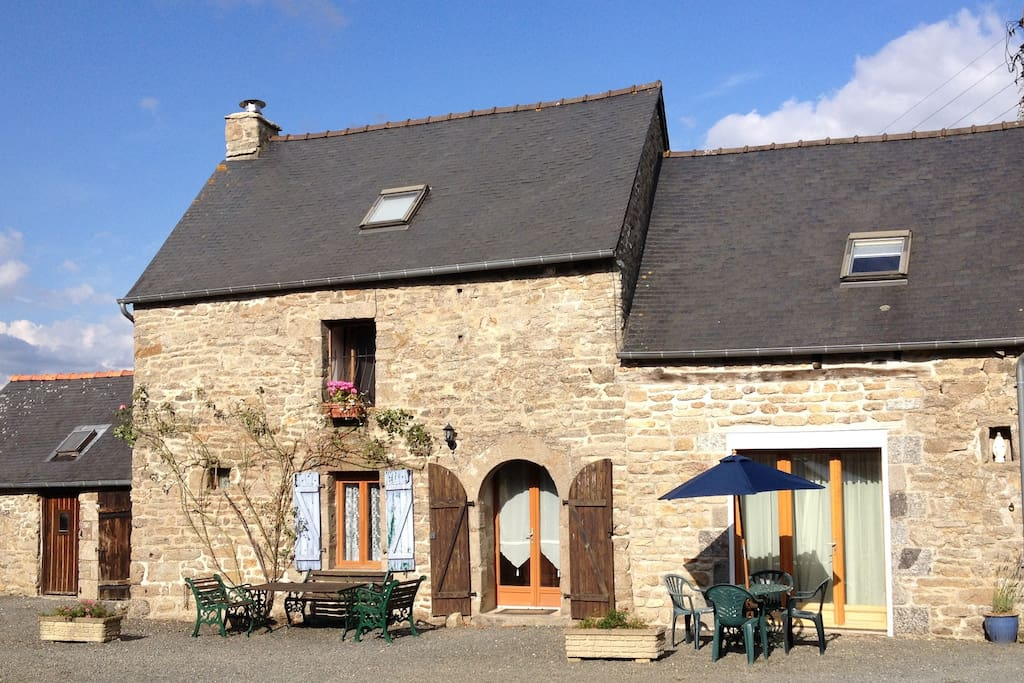The cottage opens onto the farm courtyard, with a choice of places to eat.
