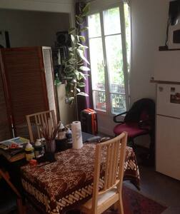 Bright sunny apartment - Clichy - Bed & Breakfast