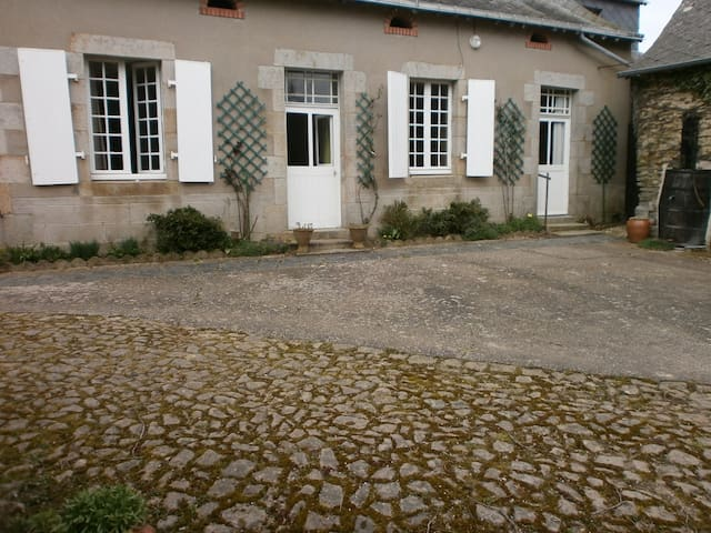 Jolie maison avec jardin proche du village