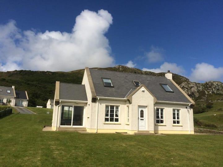 Beautiful Irish Cottage By The Sea
