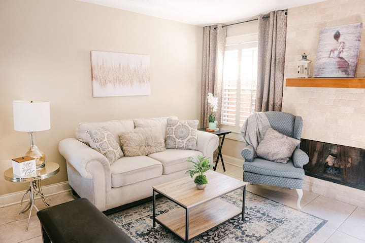 Cozy Condo in a Safe Neighborhood