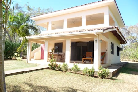 200 m. from the Mundo Milo Eco Lodge and 500 m. walking distance from the beach is available a downstairs apartment with kitchen and two airconditioned bedrooms suitable for max. 6 guests. Pool and Wifi can be used at the Mundo Milo Eco Lodge.