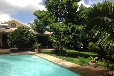 Villa meublée et bungalow 8 pers - Saint-Gilles les Hauts